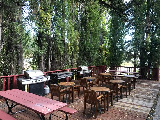 High Country Lodge : Nestled Patio and Grills