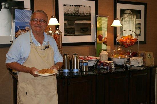 Wilder, KY: Breakfast Host