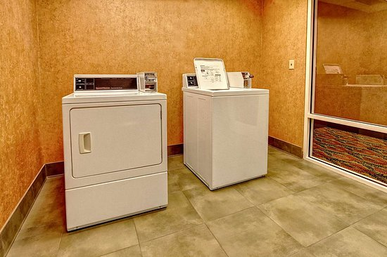 Hampton Inn & Suites Destin-Sandestin: Laundry Room