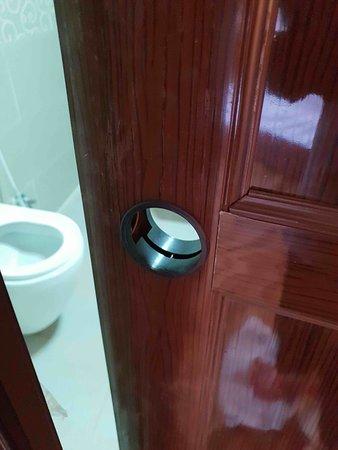 Mazayen Rum camp: Toilet without a door knob