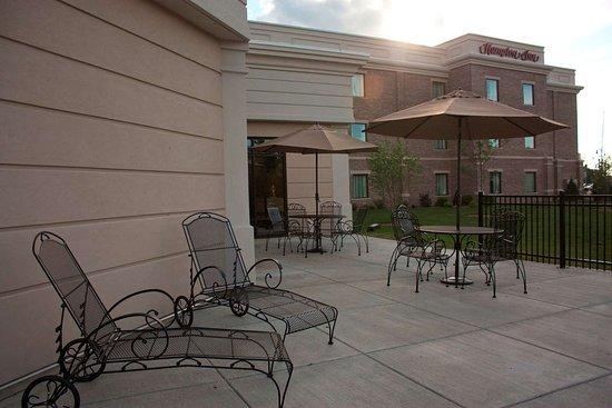 Hampton Inn Burlington: Exterior