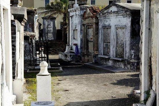 Tour a piedi del cimitero e del