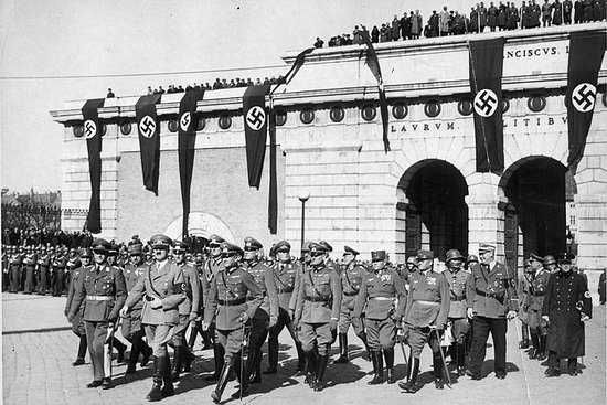Historical Hitler Walking Tour of...