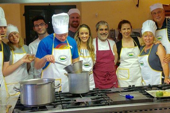 Grupo pequeño de la clase de cocina...