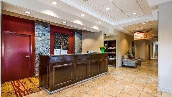 Best Western Plus Muskoka Inn: Hotel Lobby