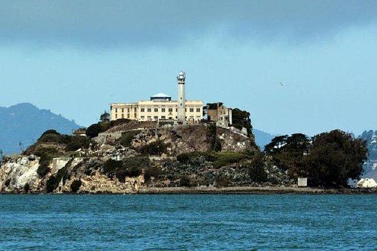 Alcatraz e ATT Ballpark Atrás das...