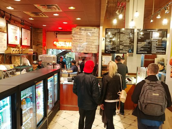 Best Bagel and Coffee: Waiting for breakfast in Best Bagel & Coffee - New York (16/Oct/18).