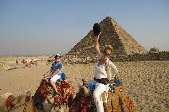 Pyramiden, Sphinx und Tourist Bazaar...