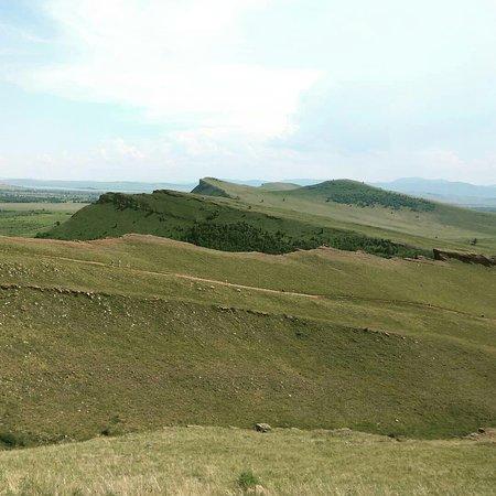 Iyus, Russland: Вид с самого сундука на близлежащие холмы