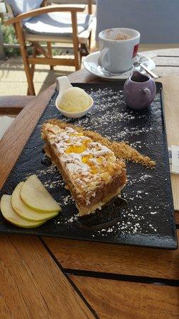 Panorama Restaurant: Apple pie with caramel sauce and vanilla ice cream