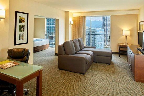 DoubleTree by Hilton Alana - Waikiki Beach Hotel