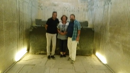 vidíte a thomb in Saqqara with our guide
