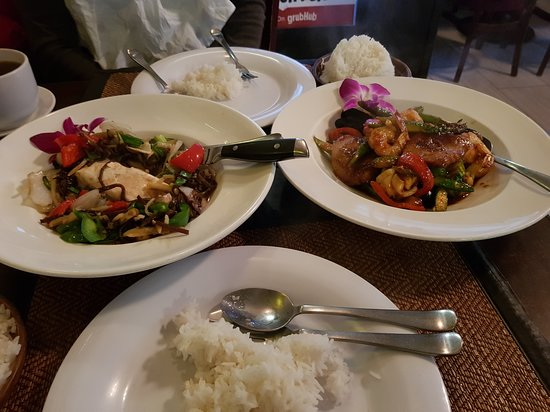 Million Thai Restaurant: Salmon. Prawns with vegetable.
