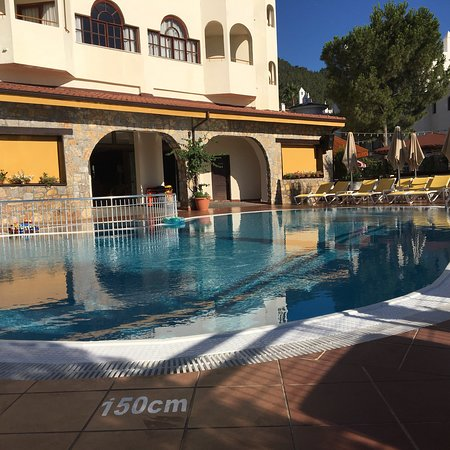 Fortuna Beach Hotel : photo0.jpg