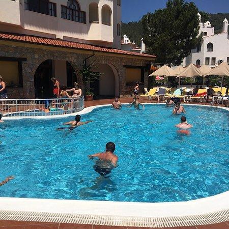 Fortuna Beach Hotel : photo3.jpg
