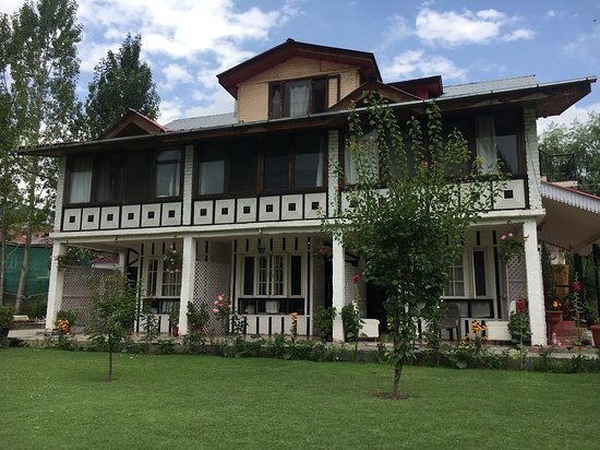 Perfect Stay in Srinagar