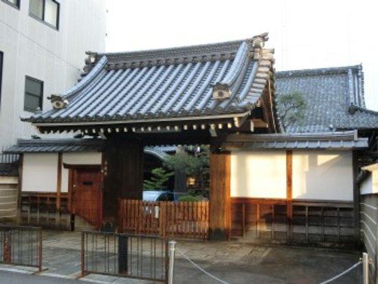 Shimogyo, Japon: 山門前にて