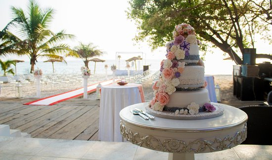 Tokeh, Σιέρρα Λεόνε: Wedding Cakes made by our pastry chef
