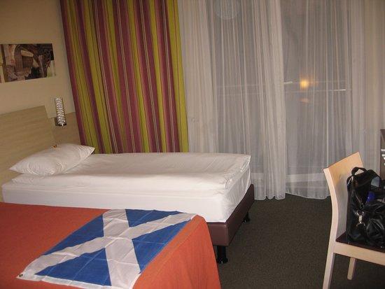 Radauti, Rumania: Functional bedroom in typical style