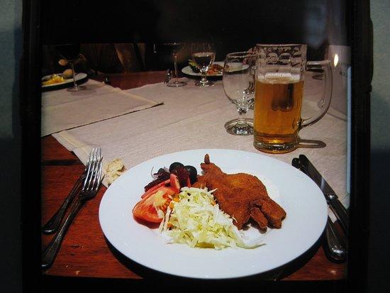 Radauti, Rumania: Buffet dining in the restaurant