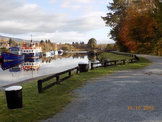 Banavie, UK: A few boats moored at the top lock.