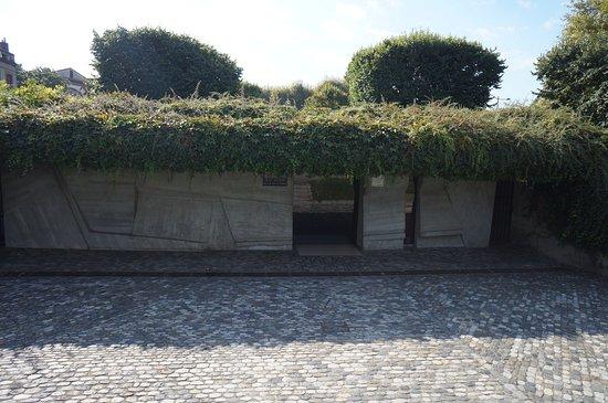 Monument de la Gloire de la Resistance siege de la Gestapo