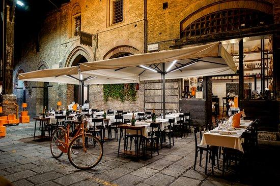 Al pappagallo bologna menu prices restaurant reviews for Boutique bologna