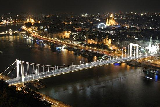 Photo Tours in Hungary by Miklós Mayer: Elizabeth bridge