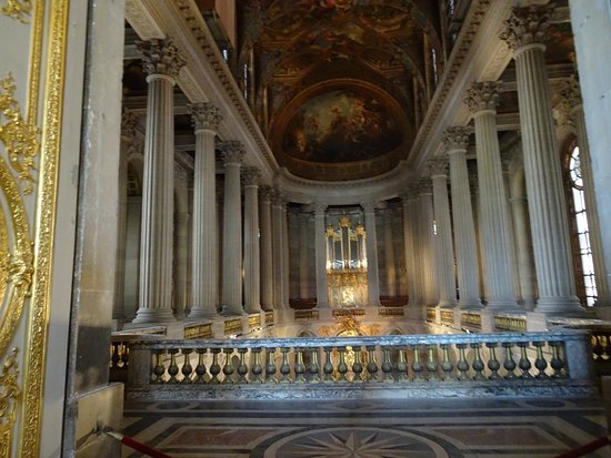 The Royal Chapel: Second-floor views of the painted ceilings