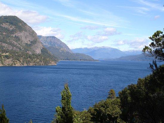 Route of the Seven Lakes: foto del lago Lácar