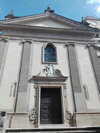 Paola, Italie : Esterno della Chiesa