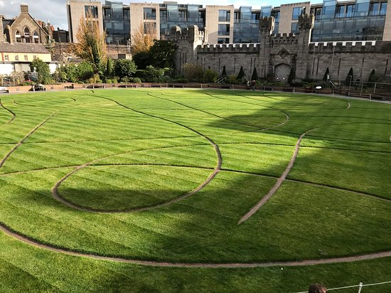 Chester Beatty: Grounds in front of Chest Beaty Library Dublin Ireland
