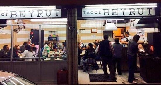 Tacos Beyrut los mejores de Puebla, foto de la entrada frente al hospital UPAEP