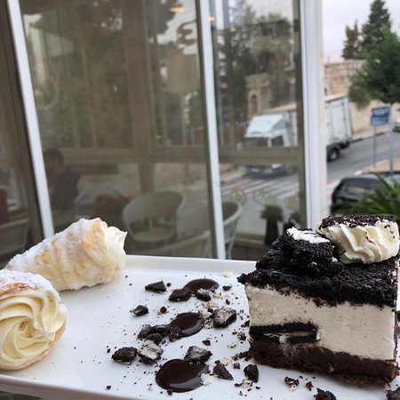 Rollsbury Bakery and Cafe