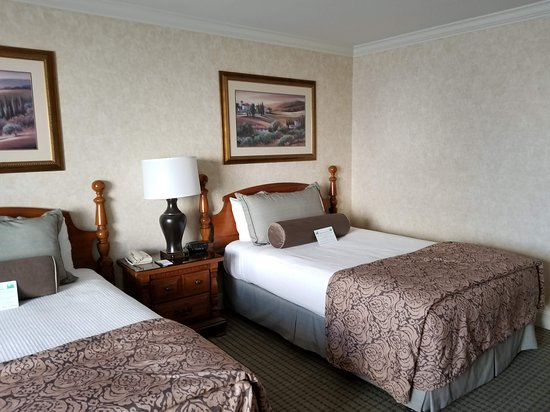 Cow Hollow Inn and Suites Picture