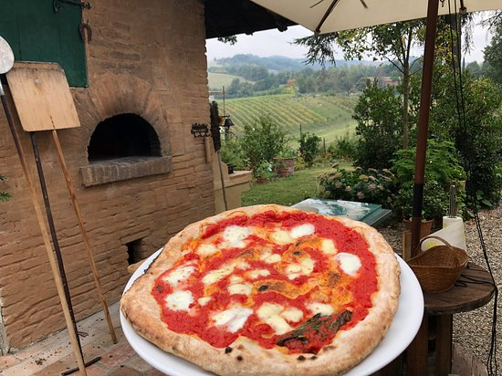 Albinea, إيطاليا: Pizza we made in this amazing place