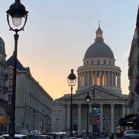 5 nights in Paris for a trade fair