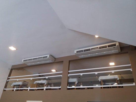 Restaurante Sarava: 2 ambientes totalmente climatizados