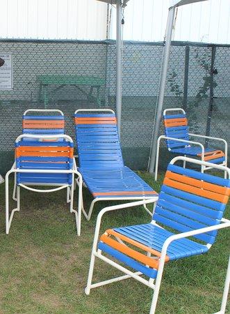 East Wareham, MA: una tenda con le sedie e le sdraio (equivalente al nostro ombrellone)