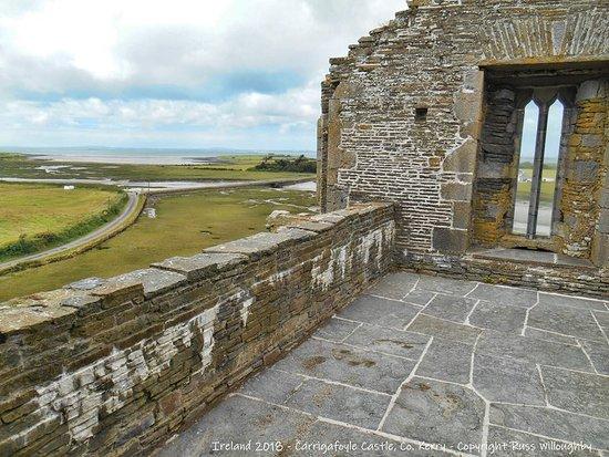 Ballylongford, Irlandia: The easily-accessible top floor.....great views!