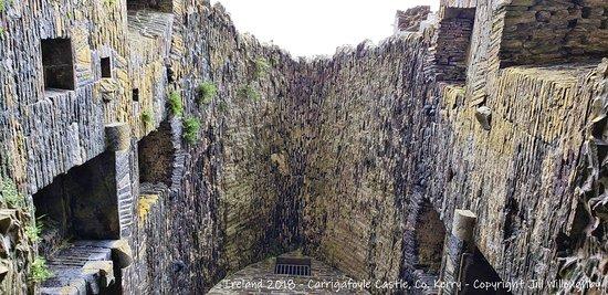 Ballylongford, Irlandia: Damage from the Siege of Carrigafoyle.