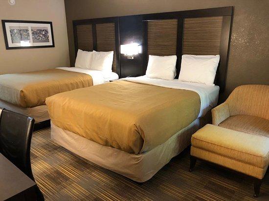 FairBridge Inn Express: Two queen beds.