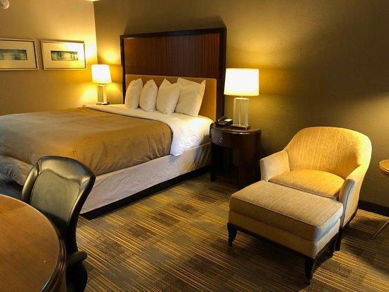 FairBridge Inn Express: King Room