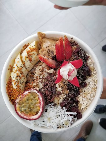 Betty's Bowls: lots of toppings, lots of SUPERFOODS