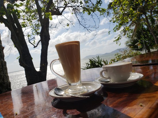 Holloways Beach, Austrália: Loved our coffee every morning....what's up with the bad reviews?