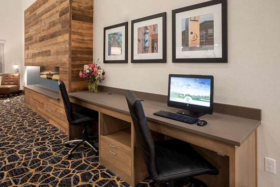 New London, MN: GrandStay Spicer Business Center