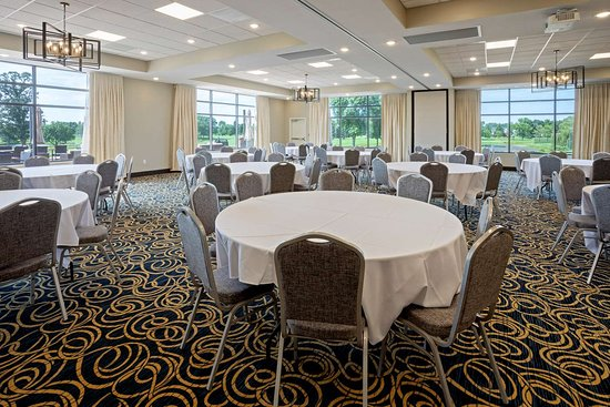 New London, MN: GrandStay Spicer Banquet