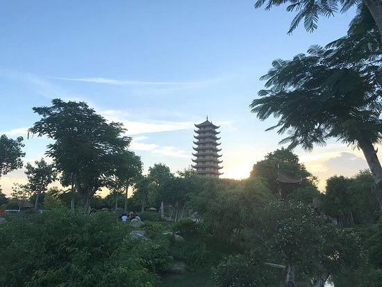 Thien Hung Pagoda: another view