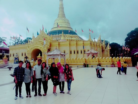 Brastagi, Indonesia: The view of Lumbini Temple from the front