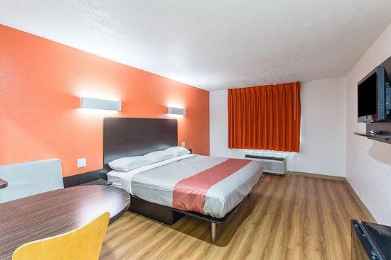 Motel 6 Hutchins
